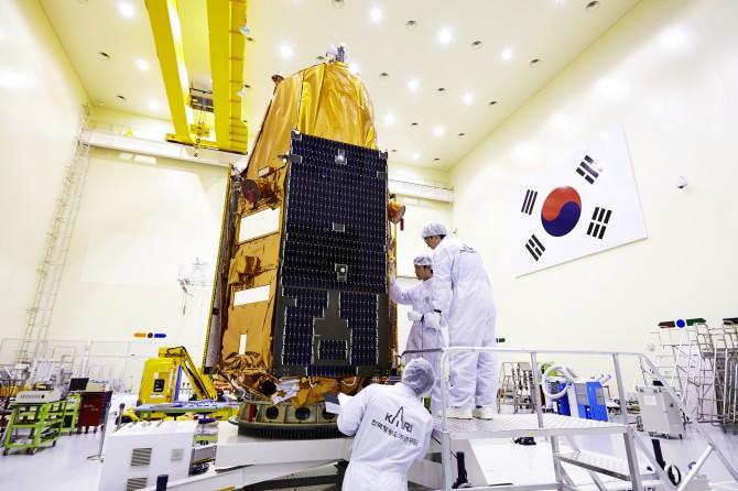 서브미터급(1m 이하) 고해상도 카메라를 장착한 지구관측위성 아리랑 3A호. - 한국항공우주연구원 제공